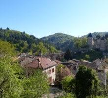 Vue sur le Bourg et le château de Châteldon