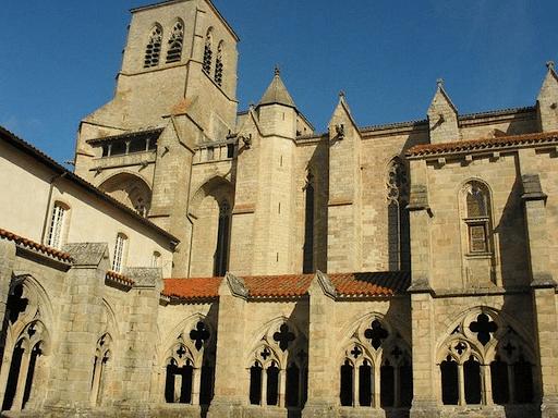 L'architecture gothique de la chaise Dieu est évidente dès la vue de l'Abbaye.