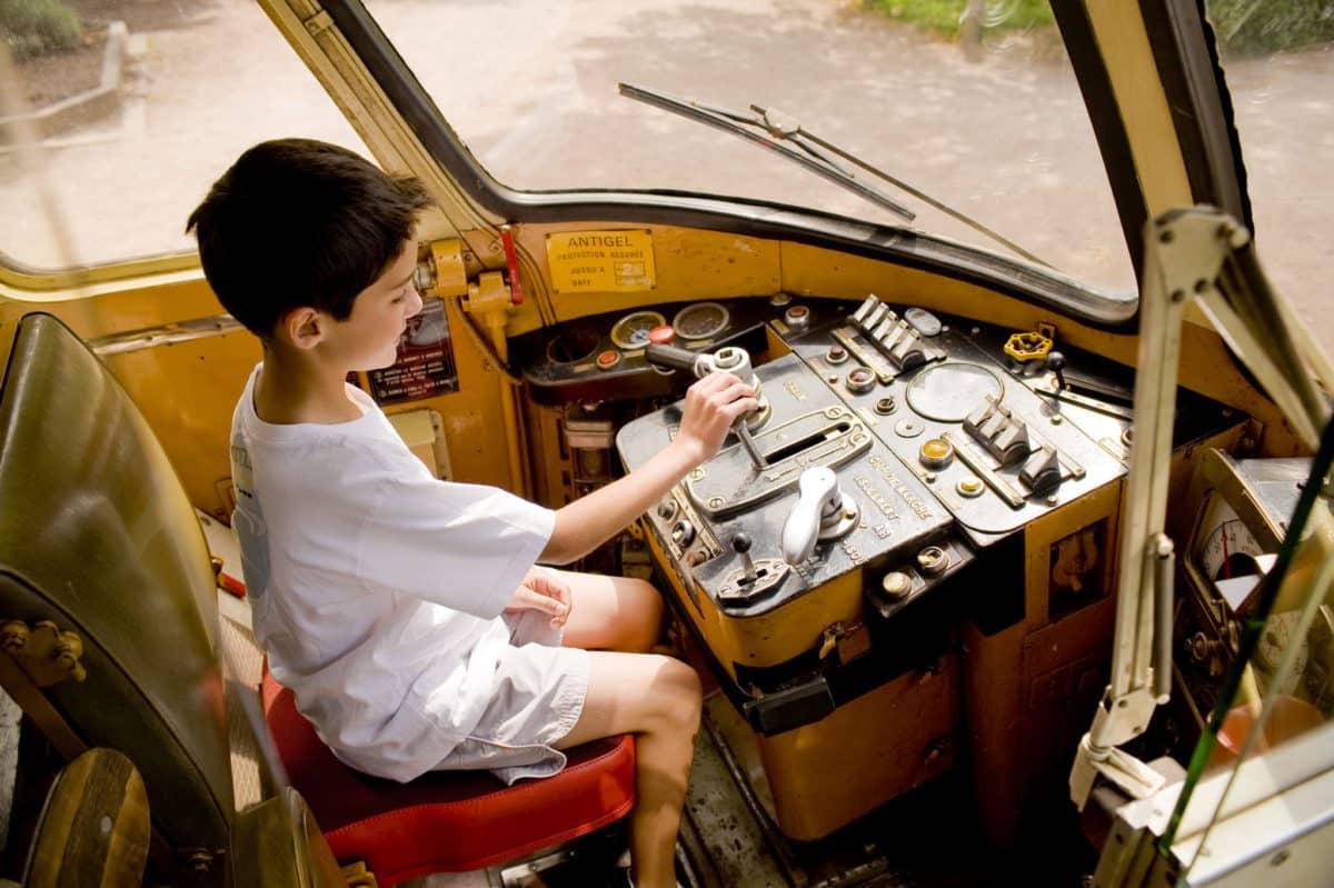 Enfant à bord du train Agrivap