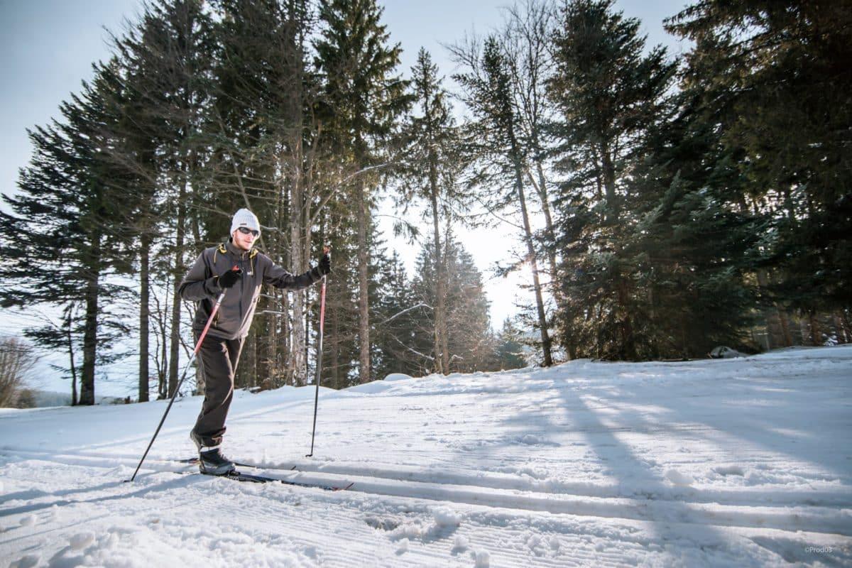 Ski de fond dans la neige à Prabouré