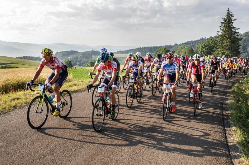 Le peloton de la Cyclo en pleine ascension