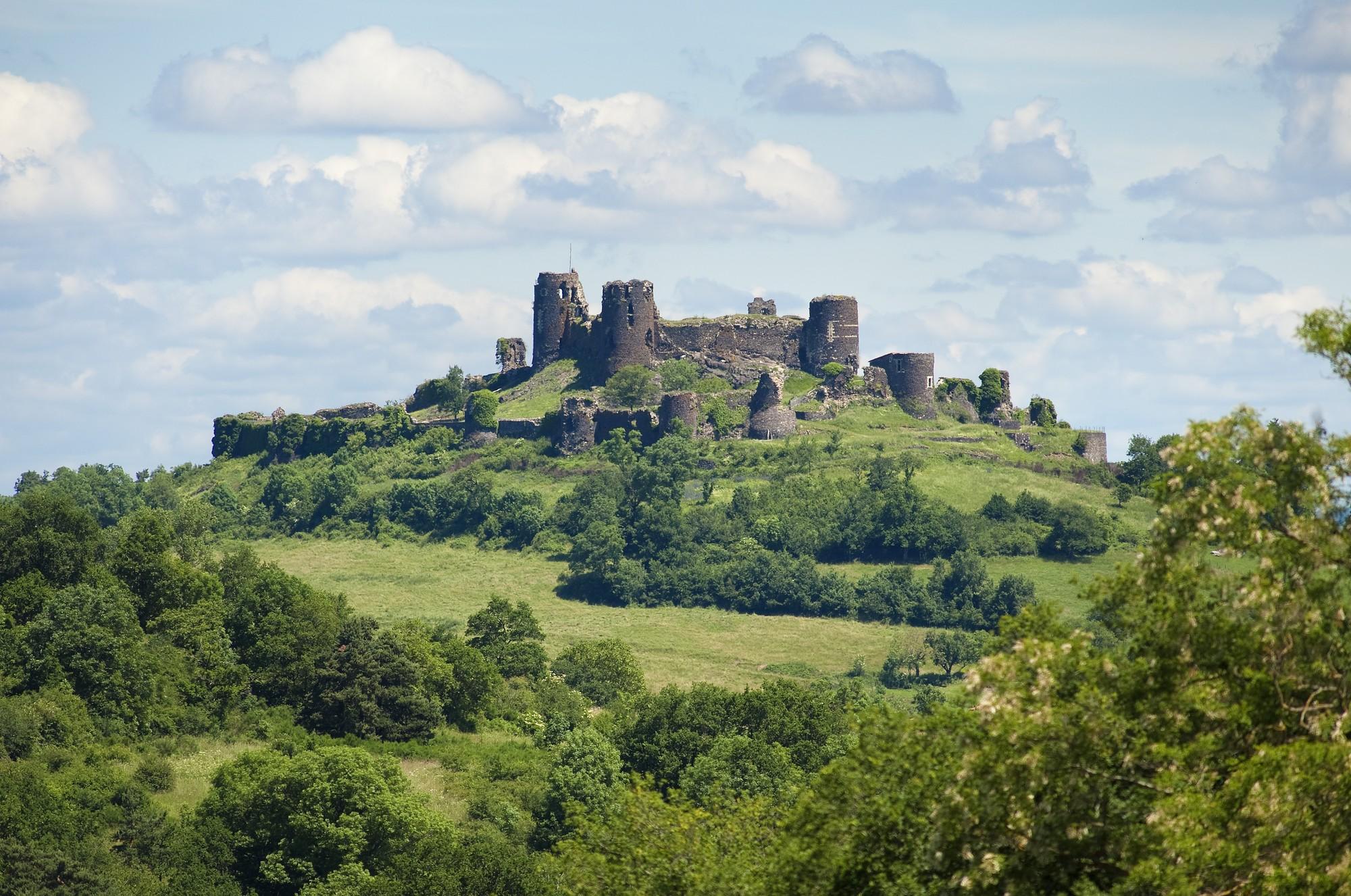 Château de Mauzun, le géant d'Auvergne