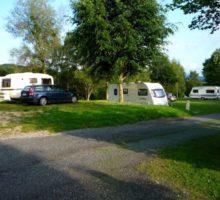 caravanes sur emplacement au camping