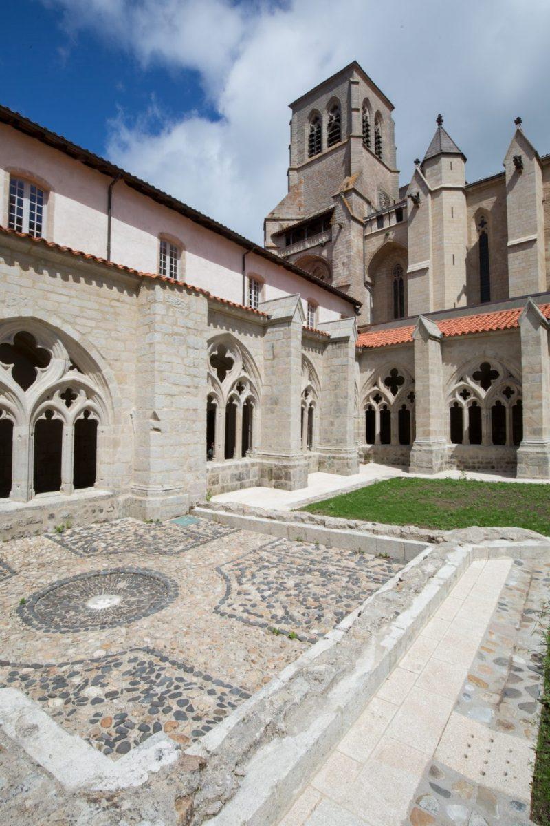 PCU_Abbaye de La Chaise-Dieu_cloître avec espace lavabo
