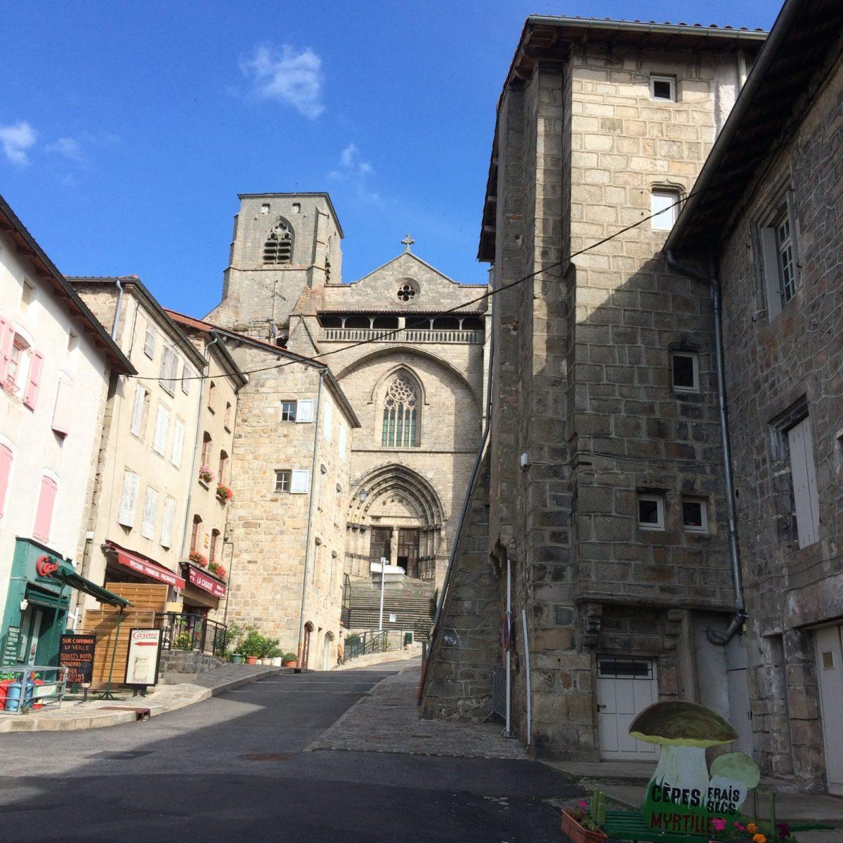 EVE_Visite du bourg médiéval _Abbatiale St-Robert