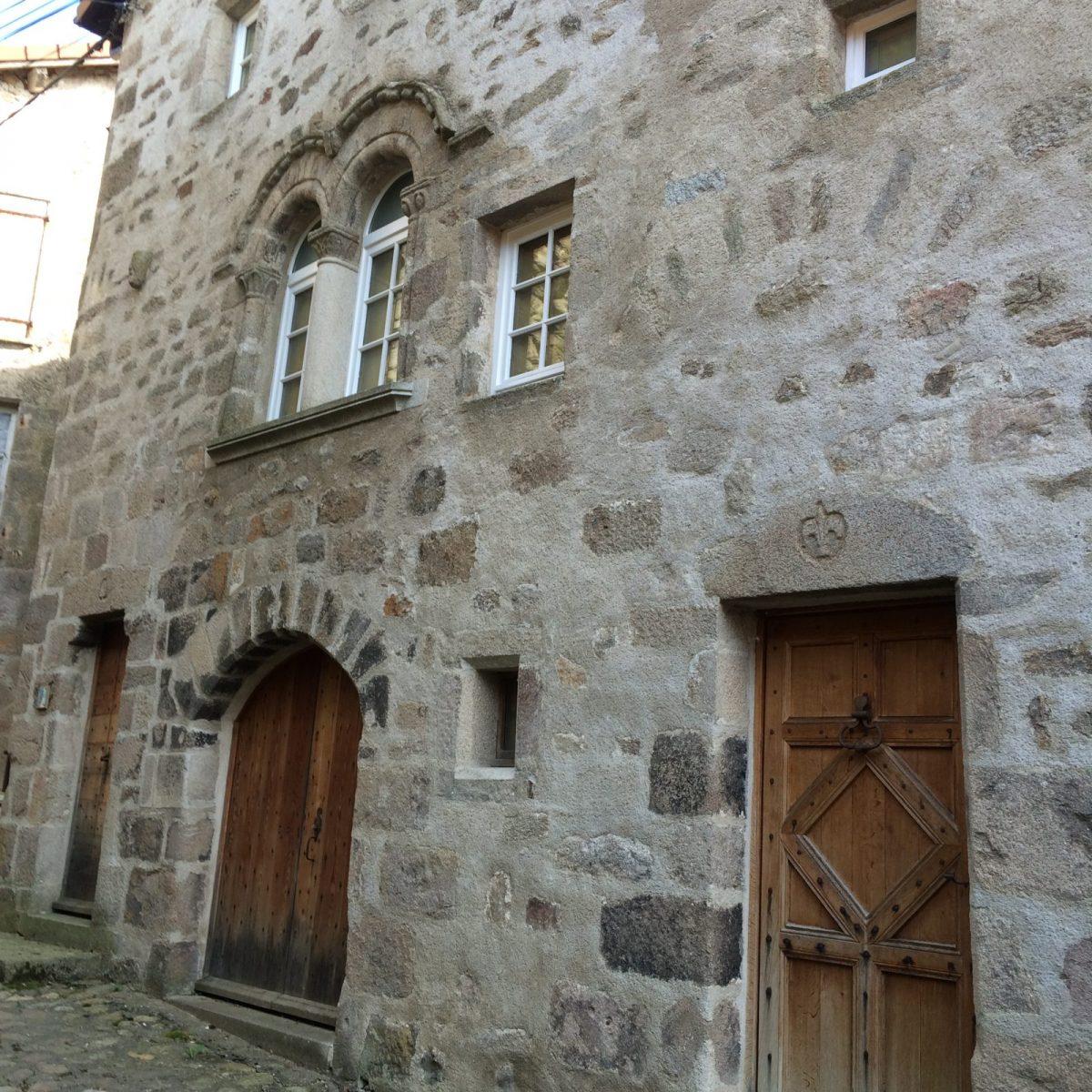 EVE_Visite du bourg médiéval _vieille maison 13éme siècle