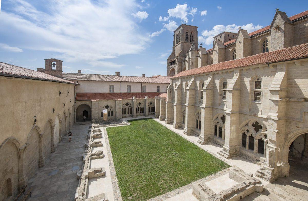 EVE_Visite Essentielle de L'Abbaye de la Chaise-Dieu_cloître