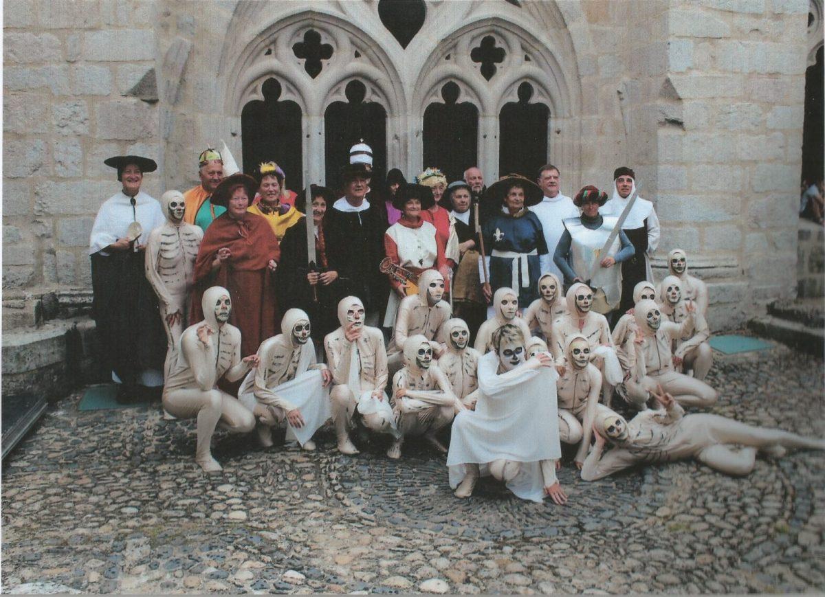 EVE_Représentation costumée de la Danse Macabre_cloître de l'Abbaye